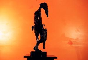 Ángeles caídos en la obra escultural de Noelio González.