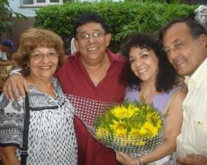 María Eugenia García, en la celebración de sus 60 años, con Augusto Blanca y otros artistas.