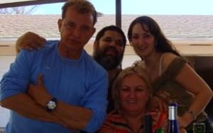 Las almas girasoles de Josan Caballero: Sila Luis y su hija Lizandra, con el doctor Armando D'Aluart y Jose Antonio Gutierrez Caballero, 2009