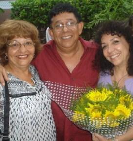 María Eugenia García con el trovador Augusto Blanca y su esposa Rosy.
