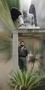 El ángel poético de Josan Caballero no escarmienta, por eso siempre aparece una nueva muestra lírica de su obra.