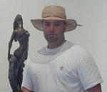Noelio y sus esculturas como almas descendiendo y ascendiendo por sí mismas para ser, según el decir de Josan Caballero.