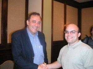 Carlos Alberto Montaner con un colega periodista.