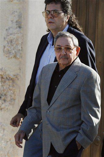Abel Prieto, Ministro de Cultura de Cuba, anteriormente Presidente de la UNEAC, con Raúl Castro.