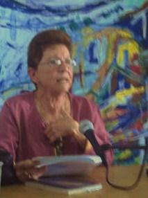 Alga Marina Elizagaray en elmarco de la XVII Feria del Libro de La Habana, en el conversatorio por la publicación de su libro SE HACE CAMINO AL LEER...También Se hace Camino al Plagiar...Josán Caballero.