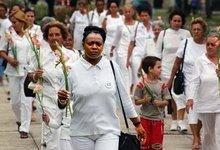 Las Damas de Blanco desfilando en Cuba.