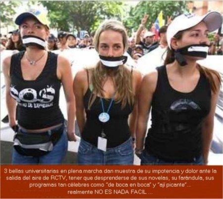 VENEZOLANAS PROTESTANDO CONTRA LA LEY MORDAZA QUE CERRÓ AL CANAL RCTV...