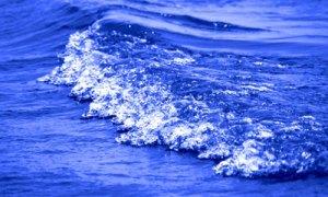El mar en la mismita mitad del mal.