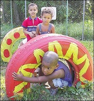 Niños Jugando en su día...