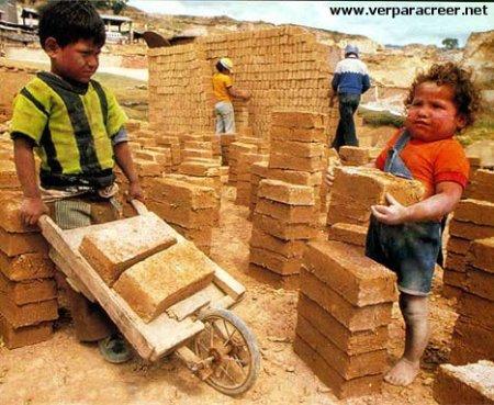 Niños esclavizados, que no celebran su Día de los Niños...