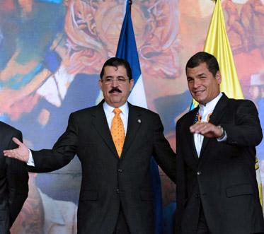 Rafael Correa con Manuel Zelaya, y la OEA...