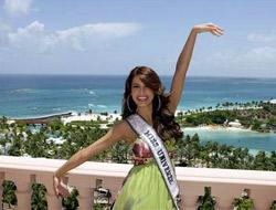 La despampanante Miss Universo 2009, Stefanía Fernández, hoy en Bahamas, después de haber obtenido ayer la flamante Corona de la Paz.