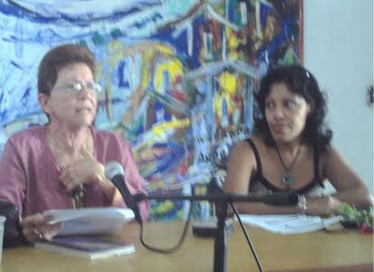 Alga Marina Elizagaray, en un conversatorio, con su libro SE HACE CAMINO AL LEER, invitada en la edición XVII de la Feria Internacional del Libro, en Cuba.