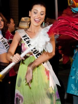 Una simpatía y cuerpo arrolladores, la Miss Venezuela Universe 2009