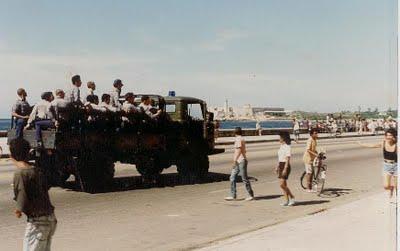 EL MALECONAZO desde el propio Malecón, ese 5 de agosto de 1994. Aportado por Aguaya Berlín, de Desarraigos Provocados.