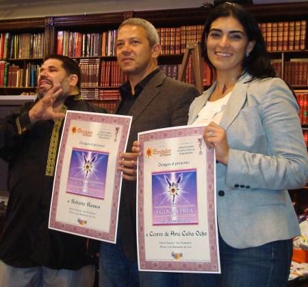 Premios de Excelencia EGOCOLECCIONISTA y EGOGALERÍA, para el Centro de Arte CUBA 8, que lo reciben Roberto Ramos y su esposa Yeney Fariñas.