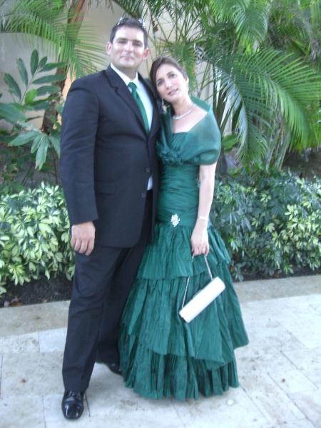 Lourdes Cazola y Antonio Miguel Rodríguez, dos colaboradores importantes de la Revista BRUJULAR DE MIAMI, escrita y dirigida por Josán Caballero.