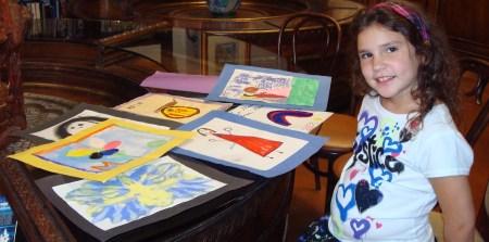 Melisa Ortiz, la niña con los garabatos originales, usados para la edición de TROTAMAR.