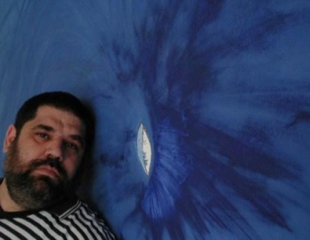 Ojo de Mar, de Yemayá Olokun, pintado por el poeta Josán Caballero, en la pared de su apartamento, en junio del 2005, en homenaje a la Virgen de Regla.