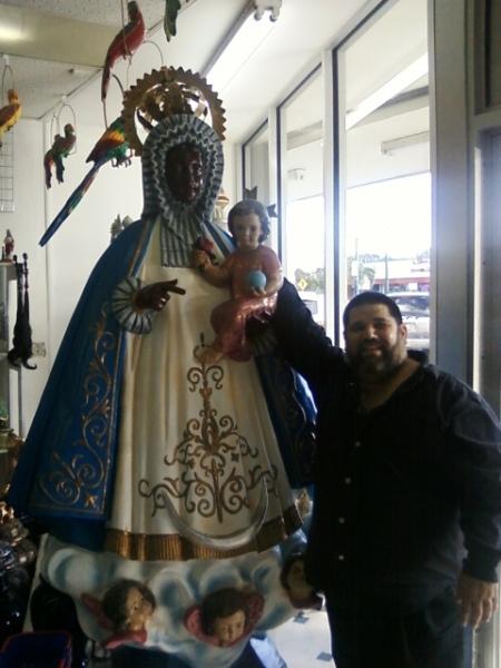 Josán Caballero, con La Virgen de Regla...