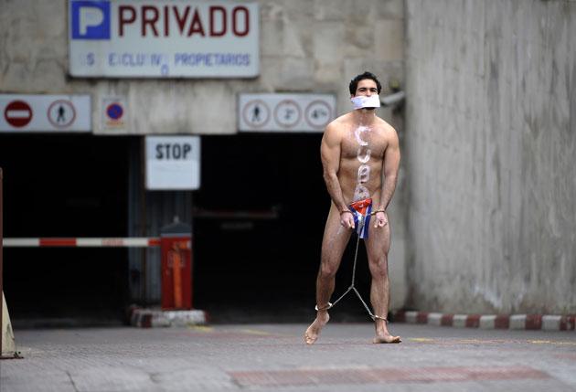 Desnudo En Pleno Paseo De La Castellana