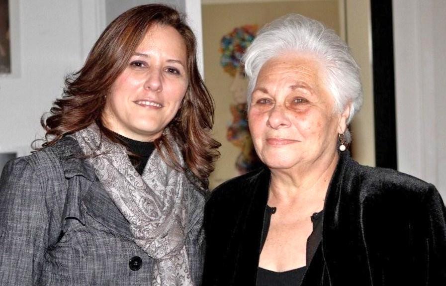 Amelia María Doval, escritora de este artículo sobre la mujer, con su madre, Amelia Hernández, en el lanzamiento de su libro EL CARCELERO Y LA HORMIGA, en el Centro de Arte Cuba Ocho