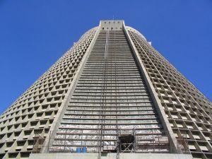 800px-Catedral_Metropolitana_(Rio)