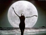 la_mujer_y_la_luna_www.vamosenmovimiento.blogspot.com_2