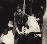 María Eugenia García, con el gran actor cubano, José Antonio Rodríguez, en la obra EL PRECIO, de Arthur Miller, dirigida por Vicente Revuelta, en TEATRO ESTUDIO, de Raque Revuelta, en La Habana