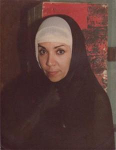 María Eugenia García, en uno de sus grandes personajes, como LA MONJA, en LA COMPAÑERA, monólogo escrito y dirigido por Adolfo Gutkin, con el que obtuvo el Premio de Actuación Femenina, en el Festival de Teatro Nuevo, en
