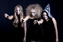 8129731-retrato-de-zombie-el-fantasma-y-la-bruja-sobre-fondo-negro-tema-de-halloween