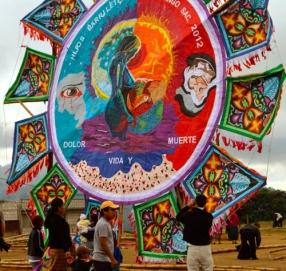 cometas-barriletes-gigantes-sumpango-tour-antigua-guatemala-1