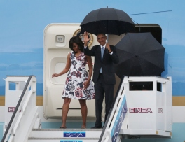 HAVANA, CUBA - MARCH 20: President Barack Obama and Michelle Obama arrive at Jose Marti International Airport on Airforce One for a 48-hour visit on March 20, 2016 in Havana, Cuba. Mr. Obama's visit is the first in nearly 90 years for a sitting president, the last one being Calvin Coolidge. (Photo by Joe Raedle/Getty Images)