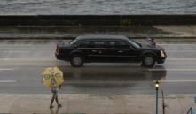 obama-y-su-familia-pasean-bajo-la-lluvia-por-la-habana-vieja